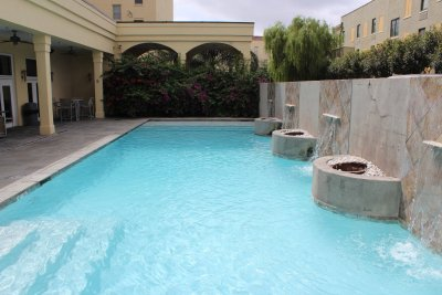 Lovely Pool with Fountains